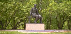 Памятник Михаилу Лермонтову в «Тарханах»