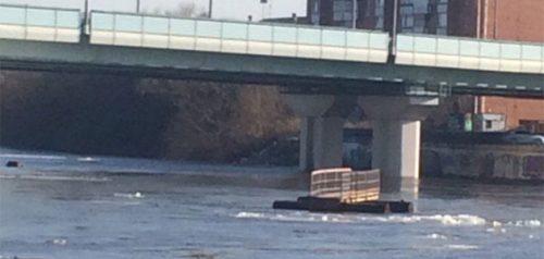 Часть понтонного моста. Фото очевидца