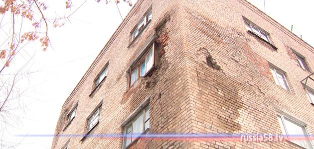 Разрушающийся дом на Кулибина, 10