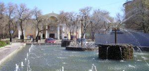 Фонтан у МТЦ «Родина», город Кузнецк. Фото Евгения Иналдиева