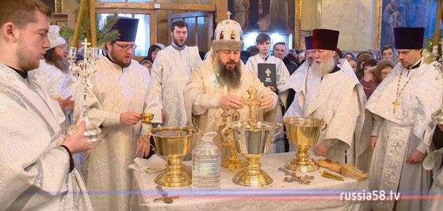Митрополит Серафим совершил водосвятный молебен