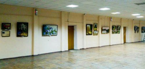 Выставка картин в школе №25. Фото Пензенской картинной галереи