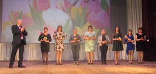 Вручение медалей «Материнская доблесть». Фото администрации Нижнеломовского района