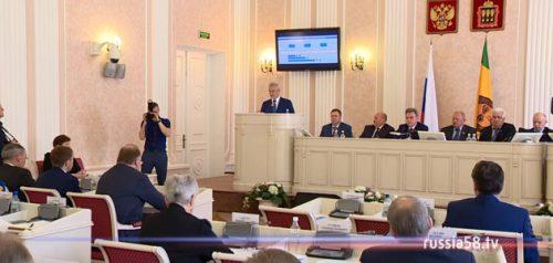 Губернатор Пензенской области Иван Белозерцев на сессии Законодательного собрания