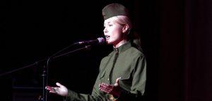 Стихи о войне читает актриса Марина Матвевнина. Фото Дмитрия Журкина