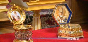 Частицы мощей святителей Николая Чудотворца и Спиридона Тримифунтского