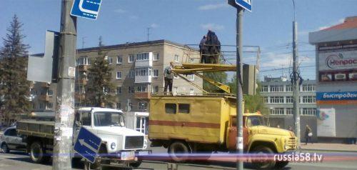Дорожные знаки «Направления движения по полосам» на улице Гагарина
