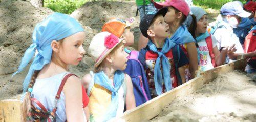 Экскурсия по мемориальному комплексу «Селиксенские лагеря». Фото управления Росгвардии по Пензенской области