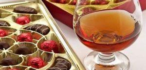 Коньяк и конфеты. Фото cookpad.com