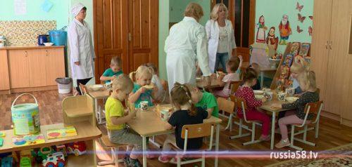 Обед в детском саду